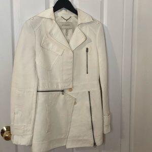 Host Pick⭐️BCBG Runaway White Coat